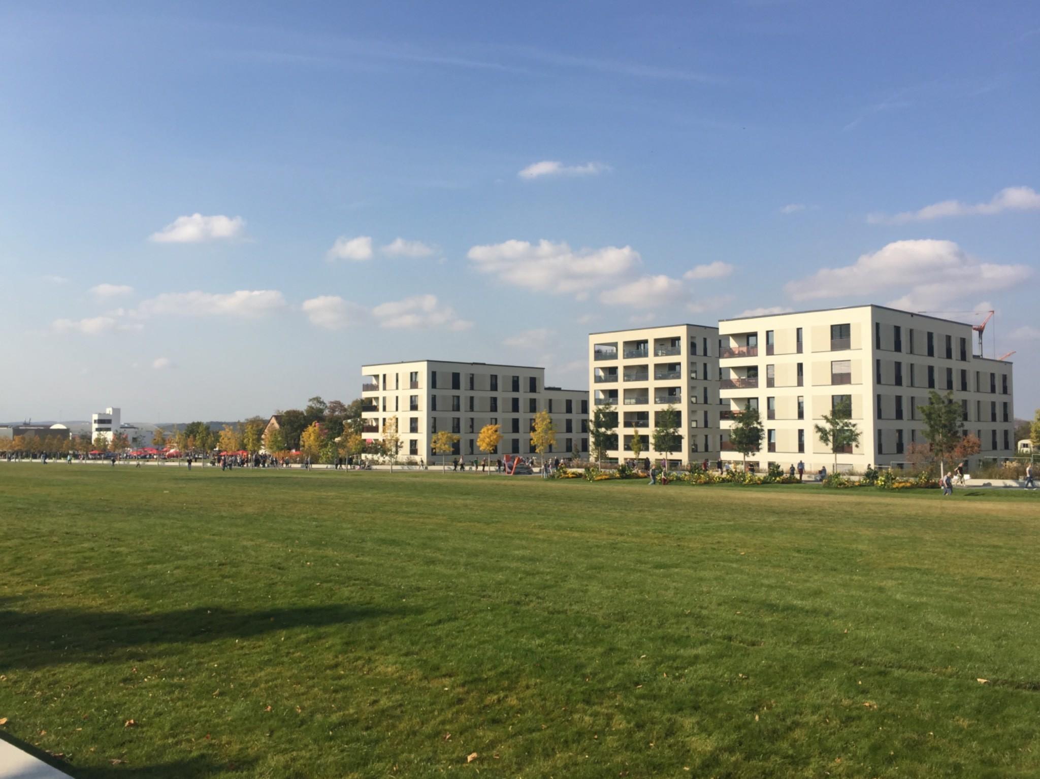 Am Hubland entstehen moderne Häuser mit Zugang zu Glasfaser. Foto: Papay Landois GmbH