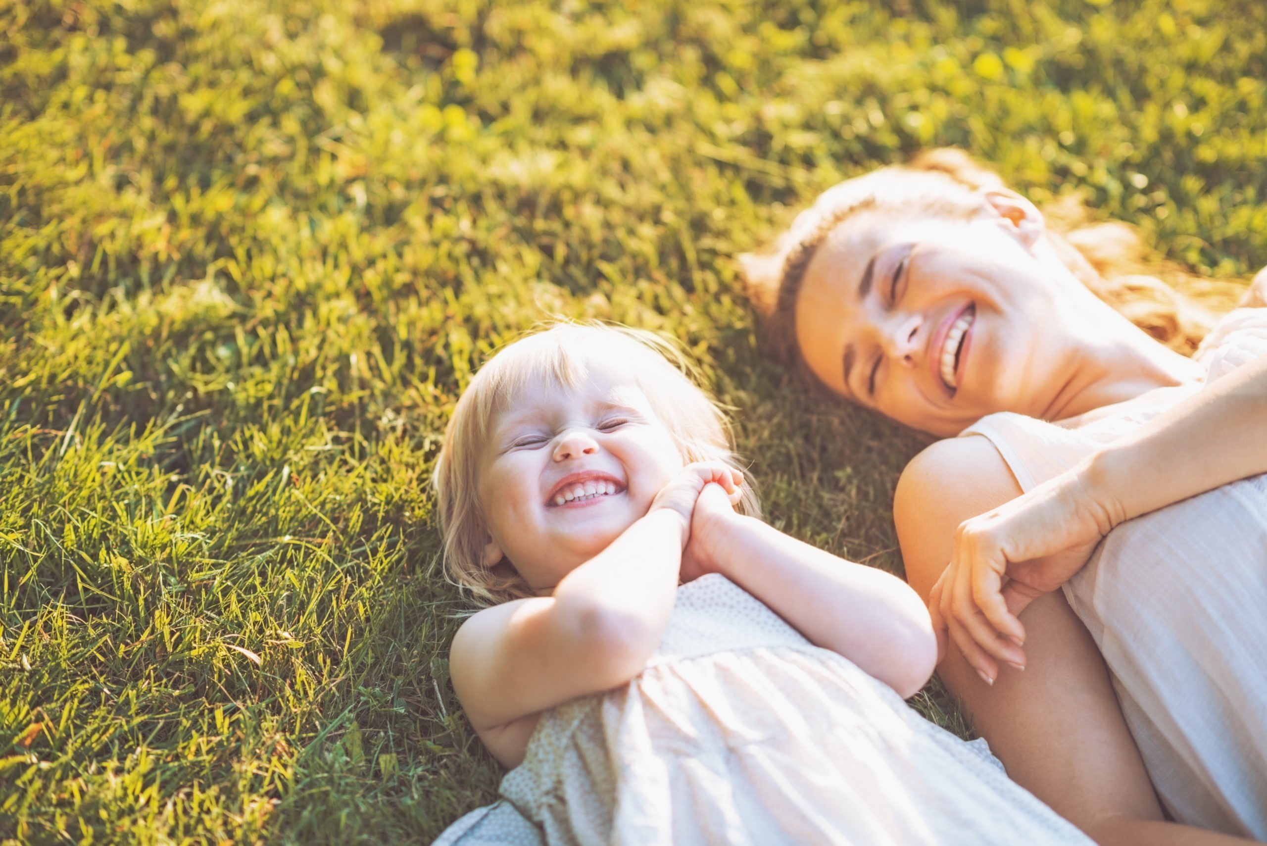 Die Mainwiesen laden zum Sonnen und Entspannen ein. Foto: iStock (CentralITAlliance)