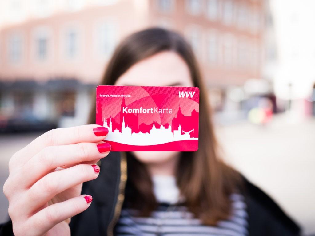 Mit der WVV Komfortkarte wird die Jagd nach Weihnachtsgeschenken entspannter! Foto: Papay Landois GmbH