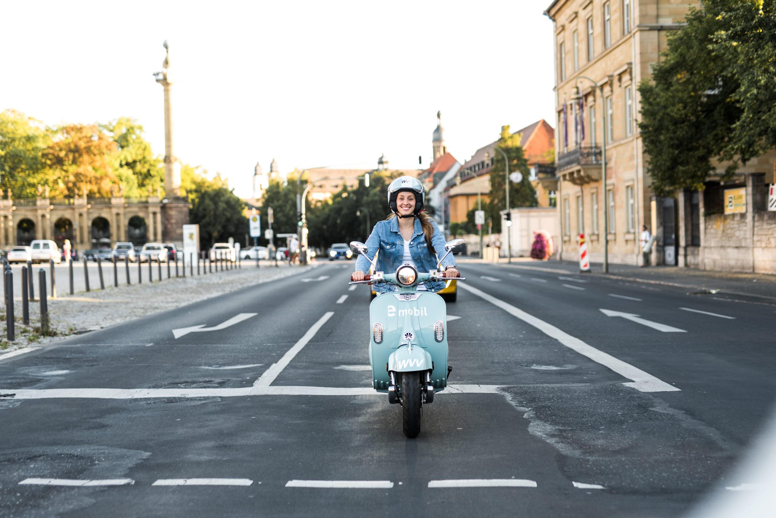 Mit dem E-Roller durch den Alltag düsen! Foto: Laura Schraudner Fotografie